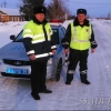 Инспекторы ДПС за выходные помогли двум водителям на трассе Омской области