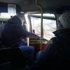 Пассажир пригородной омской маршрутки 10 км держал отвалившуюся дверь