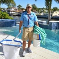 Как правильно почистить бассейн?