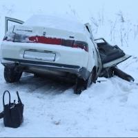 На трассе в Омской области погибла пассажирка легковушки