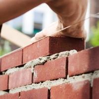 Строительство домов из кирпича и его достоинства
