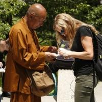 Буддийский монах из Таиланда ищет спонсоров для переезда в Омск