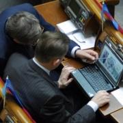 Омским чиновникам прибавили денег за счет их коллег