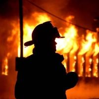 В Омске 27 пожарных всю ночь тушили частный дом на 3-й Крайней