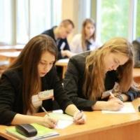 Более 30 тысяч омских школьников пройдут тест на профориентацию от МГУ