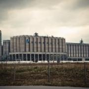 Строители кремниевого завода в Омске влезли в долги