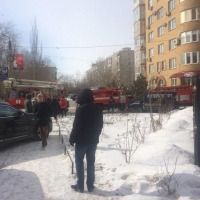 На пятом этаже омской многоэтажки случился пожар
