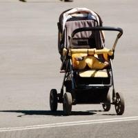 В Омске нашли мать, которая оставила новорожденную девочку за гаражами