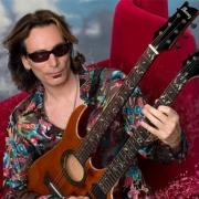 В Омске выступит легендарный гитарист Стив Вай