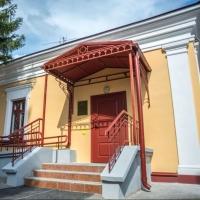На здании музея Достоевского в Омске появились утраченные архитектурные элементы