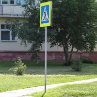В Омске устанавливают дорожные знаки и наносят разметку