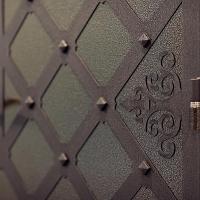Декорирование входных дверей художественной ковкой