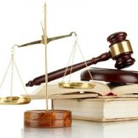 Омичка через суд пытается забрать свою зарплату