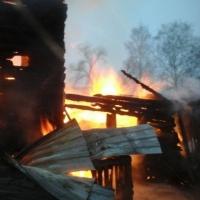 В Омске 50 пожарных тушили двухквартирный дом