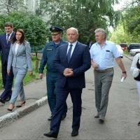 В Омске жители одного из домов помогут властям благоустроить двор