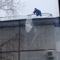 Бурков дал два дня на очистку крыш в Омске и области
