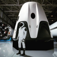 Илон Маск показал новый скафандр SpaceX в Instagram