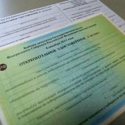 Кушнарёв объяснит, зачем чиновников принуждают брать открепительные удостоверения