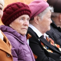 Омских депутатов оставили без надбавок к пенсии