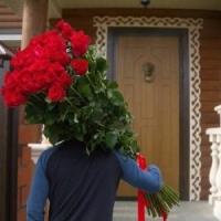 Как поздравить женщину с праздником