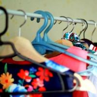 Сотрудникам омских организаций предлагают освободить шкафы от ненужных вещей