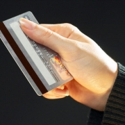 Минфин предложил запретить покупки за наличные суммой свыше 300 тыс. рублей