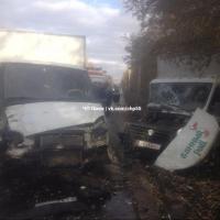 «Осенние бодания оленей»: в Омске две ГАЗели столкнулись лбами на Транспортной