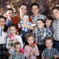 Многодетная семья из Омска получила награду и поощрение от Владимира Путина