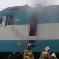 В Омской области загорелся локомотив поезда с углем