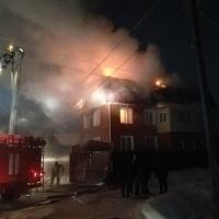 За несколько минут до Нового года в Омске сгорел коттедж