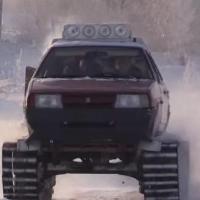Омич собрал «танк» из старого автомобиля