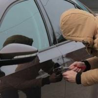 У омского бизнесмена из «Лексуса» украли телефоны на 715 тысяч рублей