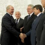 Лукашенко намерен сделать Омскую область центром производства белорусской сельхозтехники