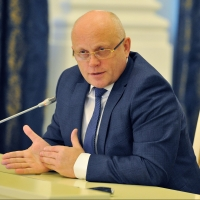 Губернатор Омской области оставил министра без 10% премии