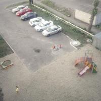 В Омске появилась детская площадка прямо на парковке