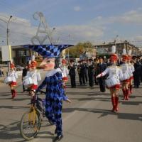 Сказочное шествие прошло в Омске на открытии театрального фестиваля