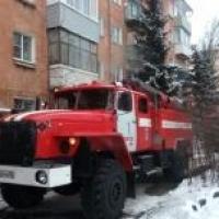 Пожар в омской пятиэтажке тушили почти три часа