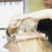 Омичка отсудила 40 тысяч за спаленные парикмахером волосы