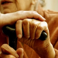 В Омске 197 семей приютили одиноких стариков