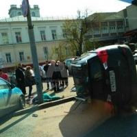 ДТП в центре Омска: столкнулись две иномарки, пешеход при смерти