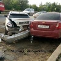 Водитель «Приоры» протаранил три иномарки и скрылся