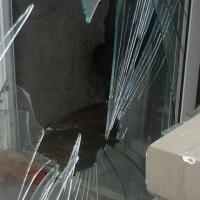 Вахтер спугнула злоумышленника, пытавшегося залезть в омскую школу