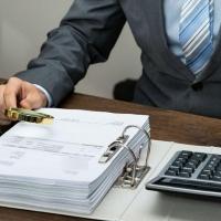 Прокуратура выявила около трех тысяч нарушений в сфере закупок в Омской области