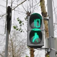 В Омске появилась новая выделенная пешеходная фаза светофора