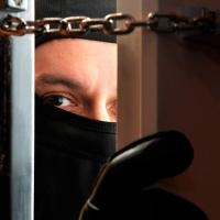 Омича, ограбившего квартиру на Перелета, отпустили под подписку о невыезде