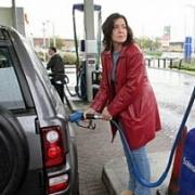 В Омске снова подешевел бензин