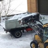В Центральном округе Омска с мест подтопления вывезли в 2 раза больше снега