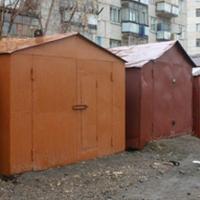 Приставы заставили омских пенсионеров убрать незаконные гаражи