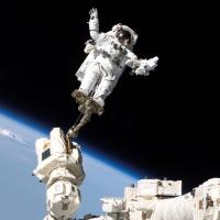 Российские космонавты впервые за полтора года вышли в открытый космос