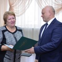 Руководители районных изданий Омской области получили благодарственные письма от Главы региона